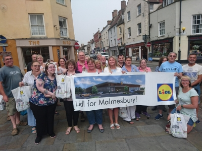 Malmesbury residents gather in support of Lidl application